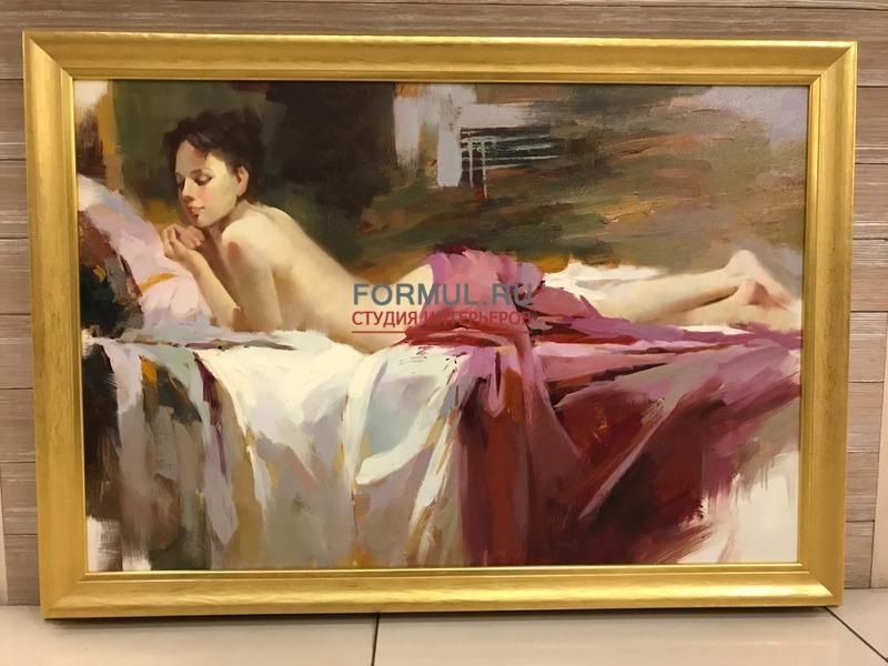 Обнаженная девушка на стильной мебели