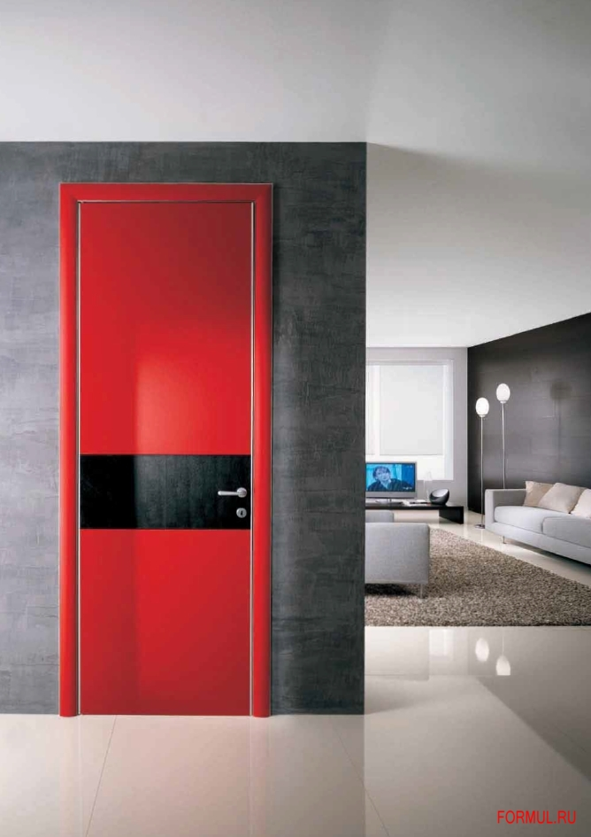 Окраска дверей с белыми вставками